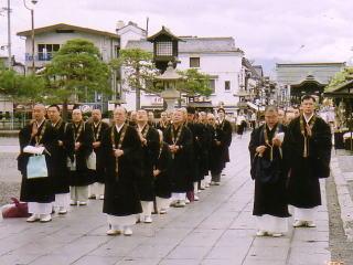 長野市仏教会善光寺を出発して行乞写真
