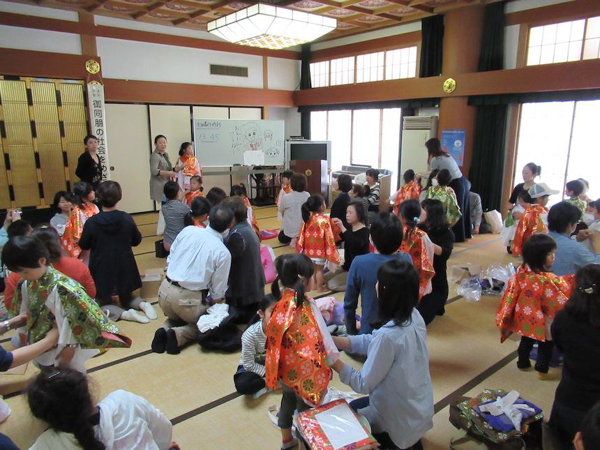 長野市仏教会善光寺でおこなう花まつりの衣裳あわせ写真